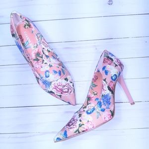 NWOT Gianni Bini Floral Pumps